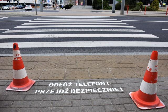 Straż Miejska w Białymstoku rozpoczyna akcję: Odłóż telefon! Przejdź bezpiecznie!