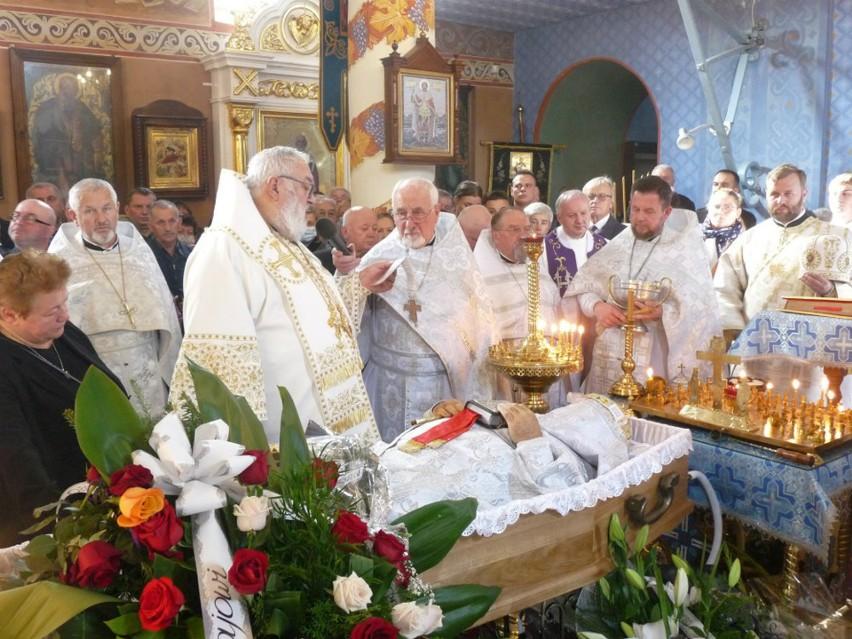 Ostatnie pożegnanie ks. Mikołaja Mielniczuka w cerkwi w...