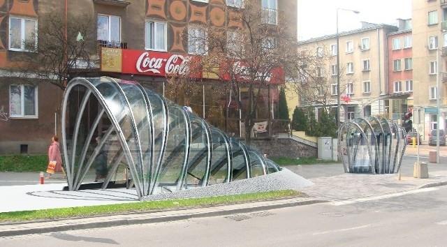 Tak będzie wyglądało jedno z wejść do podziemnego przejścia, które powstanie pod skrzyżowaniem alei Piłsudskiego z ulicą Sienkiewicza. Oprócz schodów zostaną też zainstalowane windy.