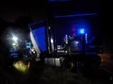 Jeziorki. Wypadek ciężarówki na DK 8. Samochód na zakręcie wypadł z drogi [ZDJĘCIA]