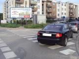 Mistrzowie parkowania w Katowicach ZDJĘCIA Porsche na chodniku tarasuje przejście, audi na przejściu dla pieszych