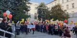 Około 150 pracowników socjalnych z Miejskiej Opieki Pomocy Społecznej manifestowało przed urzędem miasta. Domagali się podwyżek płac