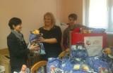 Paczki z żywnością i zabawkami trafiły przed świętami do potrzebujących rodzin z Koronowa