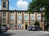 Pabianice. Po pęknięciu ścian budynku wydziały Urzędu Miejskiego w Pabianicach wróciły na swoje miejsca