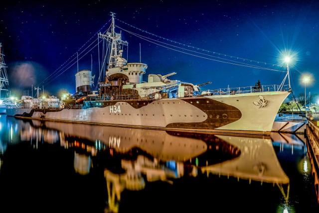 """Legendarny, nigdy nie pokonany niszczyciel-muzeum z czasów II wojny światowej. Zacumowany przy nabrzeżu Pomorskim w Śródmieściu, nieopodal """"Daru Pomorza""""."""