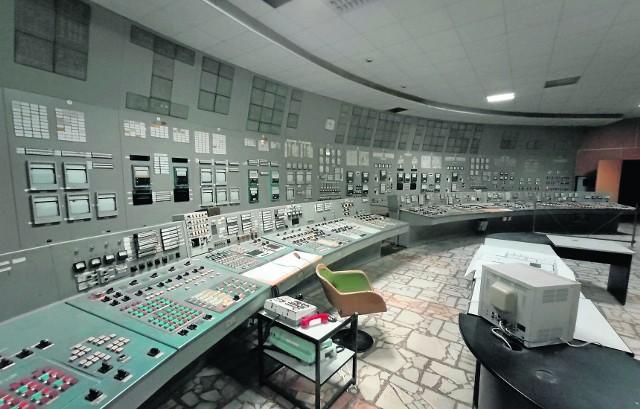 Centrum kierowania elektrownią atomową w Czarnobylu wygląda tak samo od 35 lat. Zatrzymane w czasie. Mogą tutaj wejść wycieczki organizowane w tzw. zonie. Promieniowanie jest już na tyle bezpieczne, że da się w niej przebywać