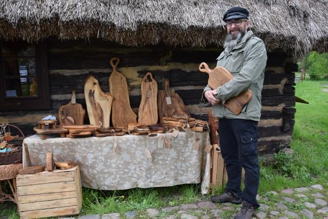 Podczas niedzielnej akcji nie zabrakło niezwykłych rękodzielników, sprzedających swoje prace.