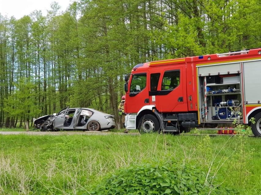 Wypadek skody octavii na drodze Kozłowice - Jamy.