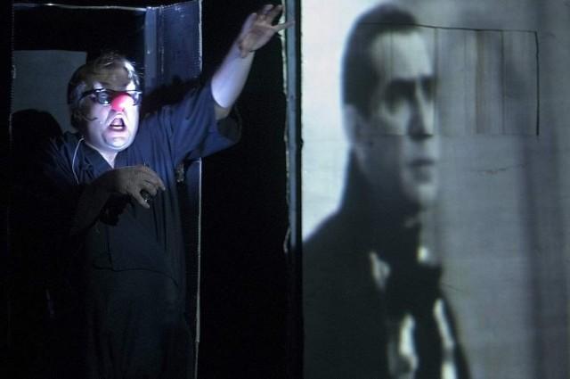 W tej sztuce na teatralną scenę jako aktor wrócił znakomity białostocki twórca Paweł Aigner, który zagra Drakulę Nosferat.