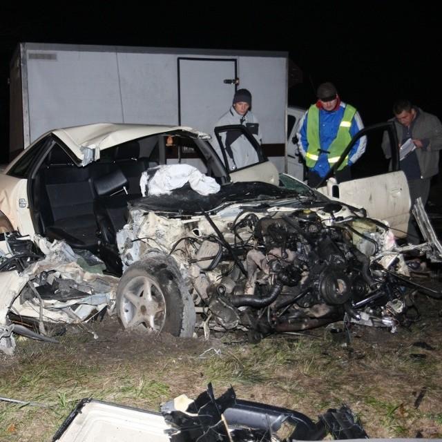 Samochodem jechała czwórka znajomych, w tym dwaj bracia stryjeczni. Trzy osoby zginęły.