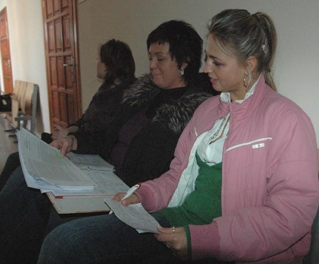 Syliwa Mróz(po prawej) i Bogusława Kruszelnicka ostro zakuwały jeszcze przed drzwiami, żeby egzaminator ich niczym nie zaskoczył.