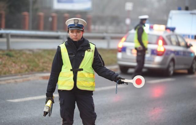 28.11.2015 lodz ul. lagiewnicka przez 2 dni policjanci z lodzkiej drogowki prowadzili akcje kontoli kierowcow, sprwdzona blisko 600 kierujacych zatryzyman jednego nietrzezwego kierowcenz. fot. pawel lacheta/ express ilustrowany/ polska press