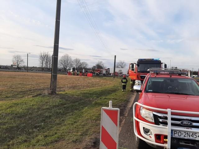 Dwie osoby zginęły w wypadku na obwodnicy Buku koło Poznania. Ofiary to 68-letni kierowca opla corsy i 65-lenia pasażerka. Ich samochód w niedzielę zderzył się z samochodem ciężarowym. Zobacz więcej zdjęć ---->