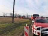 Wypadek na obwodnicy Buku koło Poznania - osobówka zderzyła się z tirem. Zginęły dwie osoby