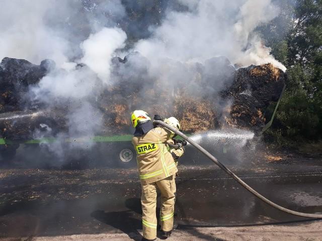 W sobotę w miejscowości Stare Drawsko doszło do pożaru przyczepy pełnej balotów słomy. W akcji gaszenia pożaru brał udział m.in. śmigłowiec gaśniczy.OSP CzaplinekZobacz także Białogard: Akcja gaszenia pożaru opuszczonej hali (archiwum)