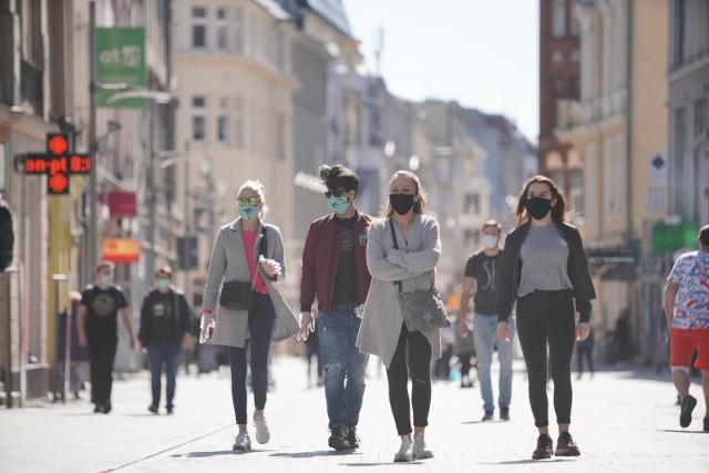 Od soboty 10 października w całym kraju obowiązuje zakrywanie ust i nosa w przestrzeni publicznej.
