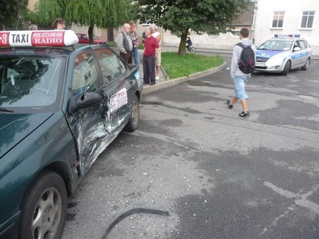To jedno z dwóch aut, które zderzyły się na skrzyżowaniu ulic Wileńskiej i Bułgarskiej w minioną sobotę.