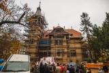 """Spacer po odnowionym """"domu z wieżyczką"""" w Sopocie. W dawnej willi Jünckego przy ul. Goyki będzie siedziba Art Inkubatora [zdjęcia]"""