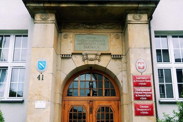 I LO Powstańców Śląskich w Rybniku na zdalnym nauczaniu. Wszyscy uczniowie będą uczyć się w domach z powodu koronawirusa