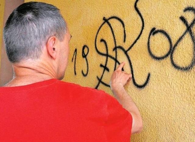 Takie graffiti na ścianach, to jedynie nieudolne zaznaczenie swojej obecności w tym miejscu. Czy autor może być z tego dumny? Wątpliwe. Farbę lepiej byłoby wykorzystać w innym celu.