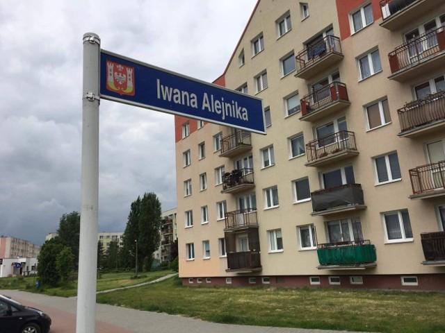 Tablica z nazwą ulicy Alejnika została ponownie zawieszona