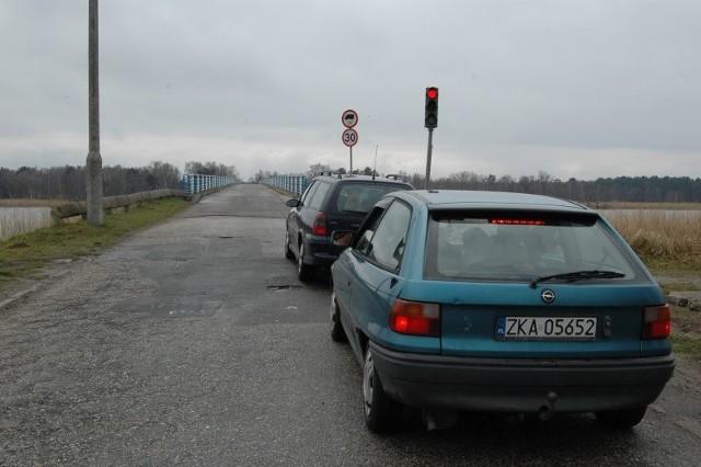 Kierowcy boją się przejeżdżać mostem łączącym wyspy Wolin i Karsibór.
