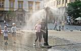 Kraków. Kurtyny wodne pomagają w upalne dni [ZDJĘCIA]