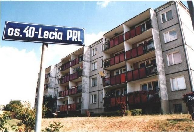 Os. 40-lecia PRL w Czerwonaku koło Poznania. Są to kilkupiętrowe bloki, położone między ulicami: Gdyńską, Słoneczną i Okrężną. Pochodzą z lat 1985-1987.