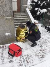 Brawurowa akcja Strażników Miejskich! Uratowali życie wychłodzonemu człowiekowi