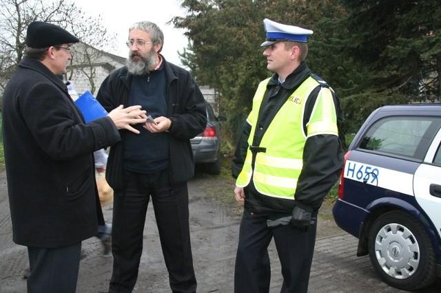 Ks. Andrzej z Warszawy też otrzymał dziesięć przykazań dla kierowców od makowskiego kapelana
