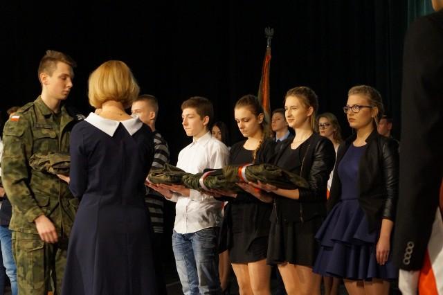 Dziewięcioro uczniów technikum odebrało mundury.