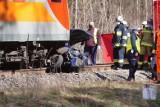 Śmiertelny wypadek na przejeździe kolejowym. Kobieta wjechała pod rozpędzony pociąg [ZDJĘCIA]