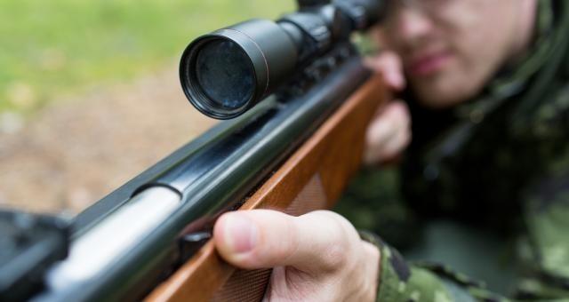 Myśliwy postrzelony na polowaniu
