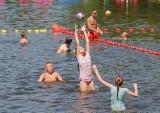 Poznań: Tłumy poznaniaków na kąpielisku nad jeziorem Rusałka [ZDJĘCIA]