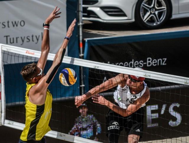 Turniej odbył się na terenie Monta Beach Volley Club pod mostem Łazienkowskim.