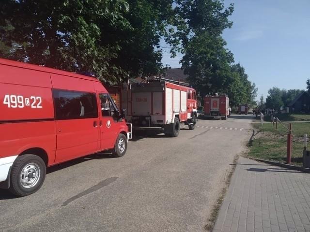 W czwartek w cieku łączącym Jezioro Żędowskie z Jeziorem Wąsoskim zostało znalezione ciało mężczyzny. Policjanci potwierdzili, że to zwłoki 21-latka, którego od kilku dni poszukiwali strażacy oraz żnińscy policjanci.   ---->