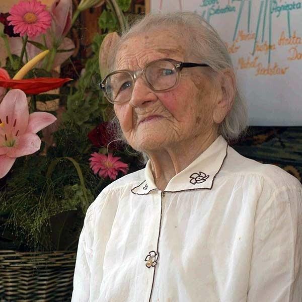 Pani Ludwika dochowała się czterech córek (najstarsza ma 87 lat), 2 synów (jeden zmarł w dzieciństwie), 9 wnuków, 12 prawnuków i 11 praprawnuków.