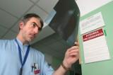Wybitny chirurg dr Adam Domanasiewicz zwolniony ze szpitala. Pobił pacjenta czy był niewygodny?