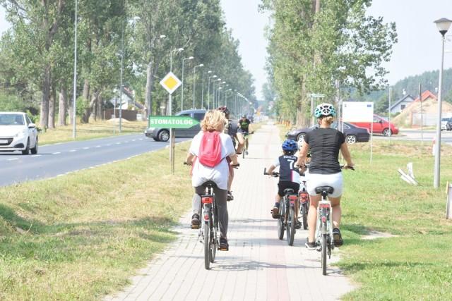 W kolejnych slajdach znajdziesz wytyczne, do jakich powinni stosować się rowerzyści.
