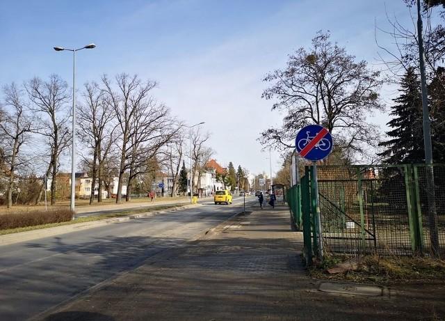 Budowa ścieżek rowerowych wzdłuż Racławickiej i Skarbowców we Wrocławiu stoi pod znakiem zapytania.