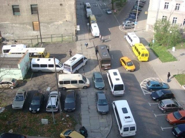 Widok na ulicę. W szczycie samochodów jest tu dwa razy więcej. Zdjęcie przysłał nam internauta.