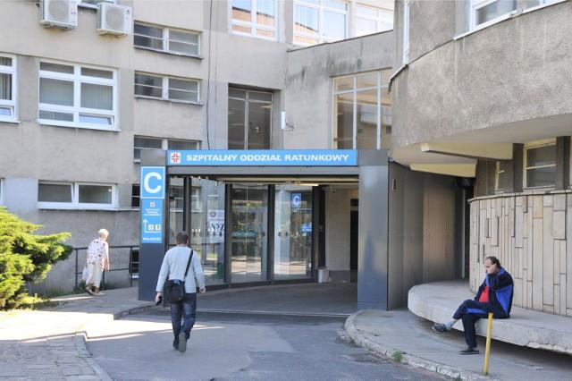 Romowie, którzy zaatakowali lekarza i ratownika na SOR w szpitalu przy ul. Lutyckiej w Poznaniu, zostali skazani przez sąd na kary grzywny