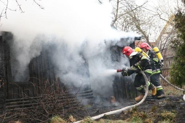 Zmarły to 86-letni właściciel posesji, na której doszło do pożaru.