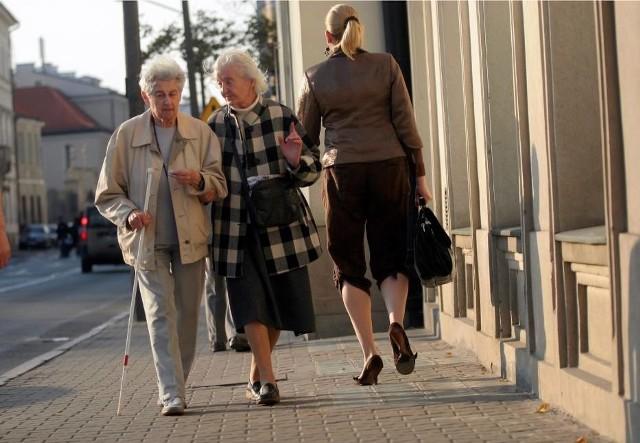 Emerytura z ZUS będzie głodowa. Polaków czekają przeraźliwie niskie emerytury. Świadczenie emerytalne najniższym w UE