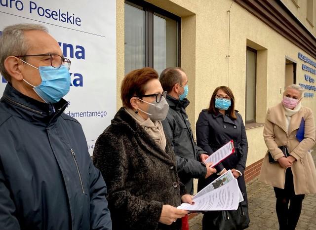 - Bez pomocy środków centralnych nie da się dokończyć obwodnicy Drezdenka - mówi posłanka Krystyna Sibińska.