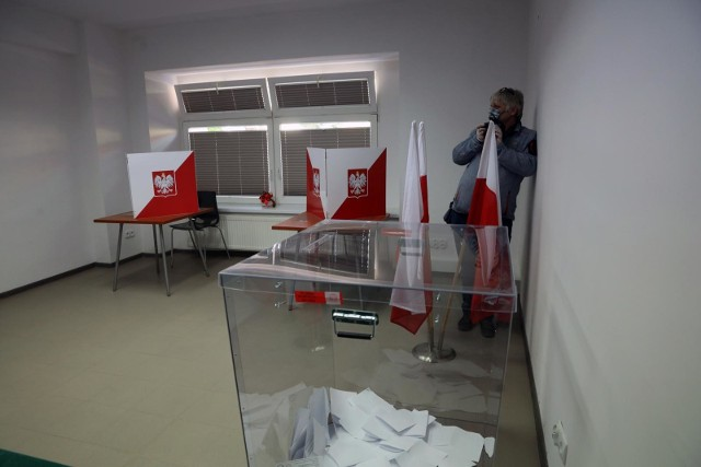 Gdzie są pakiety wyborcze? MSWiA, PKW i Poczta Polska nie wiedzą co się z nimi stało