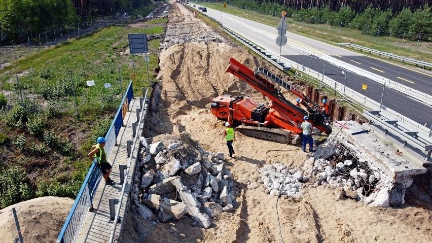 Przebudowa drogi krajowej nr 18 do klasy autostrady A18 na...