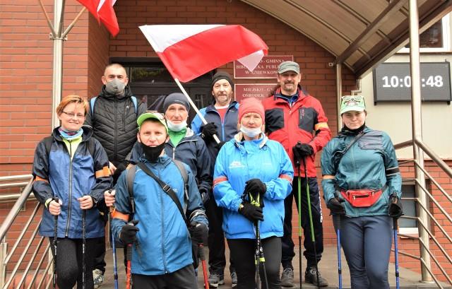 """W ramach """"Gokówki"""" z MGOKSiR w Gniewkowie 1 maja odbył się marsz nordic walking. Uczestnicy pokonali ponad 11 kilometrów. Na 2 maja zaplanowano rajd rowerowy do Dybowa"""