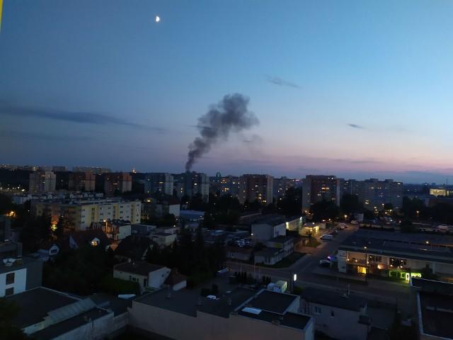 W sobotni wieczór bydgoszczanie mogli zauważyć kłęby dymu. To był pożar pustostanu na Toruńskiej