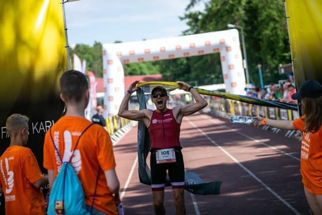 Michał Piech od trzech lat próbuje swoich sił w triathlonie, a przy tym cały czas gra również w piłkę ręczną.